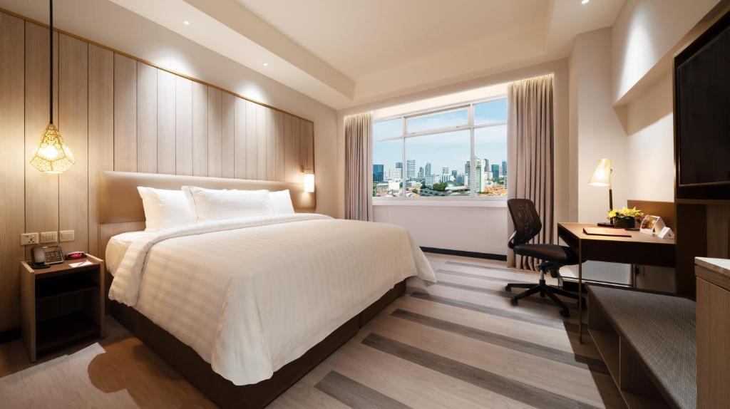 Кровать или кровати в номере PARKROYAL on Kitchener Road
