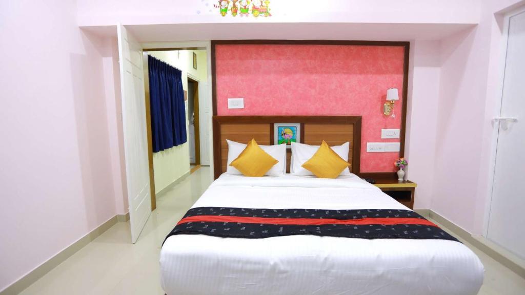 Base9 Airport Hotel Nedumbassery India Booking Com