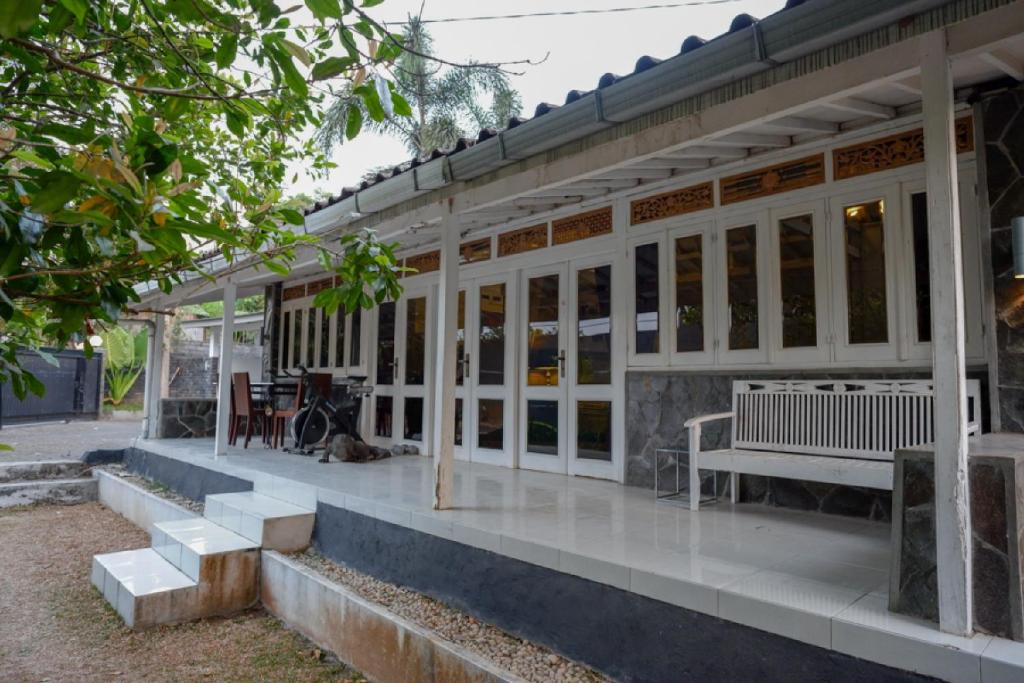RedDoorz Plus Taman Kelinci Salatiga
