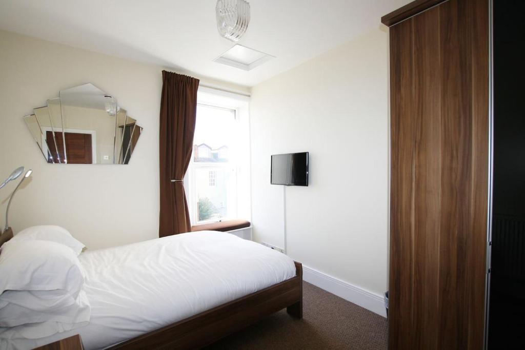 4 Bedroom Maisonette In Clifton