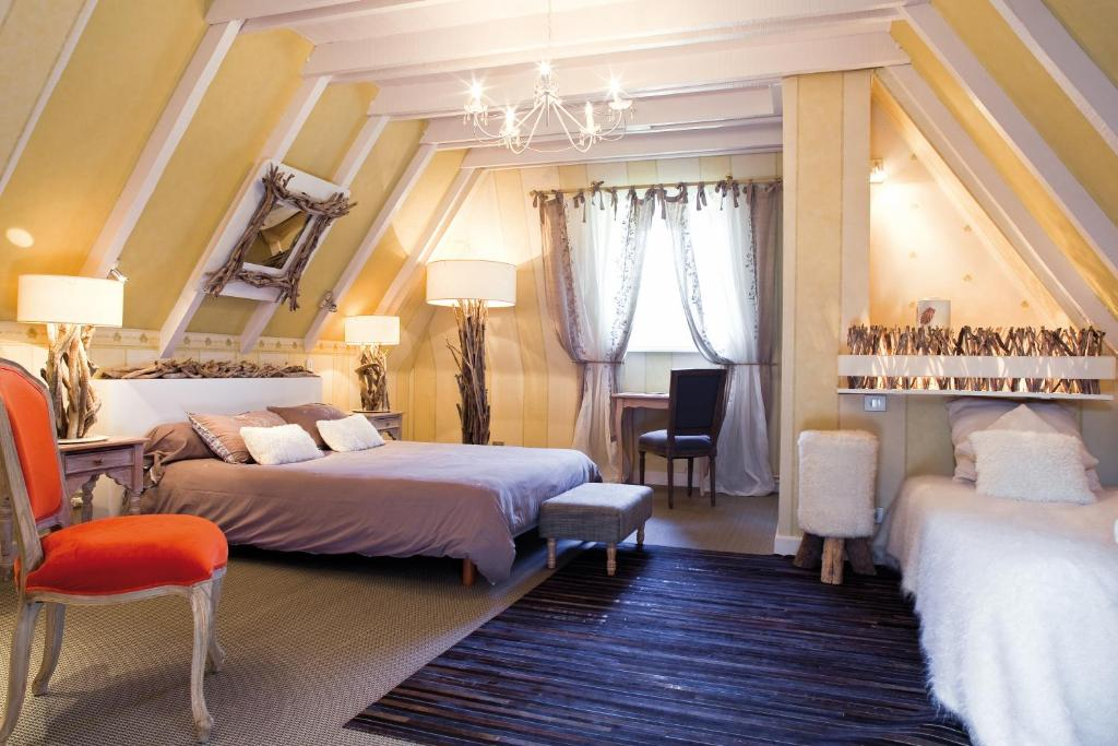 A bed or beds in a room at Logis Le Bailliage