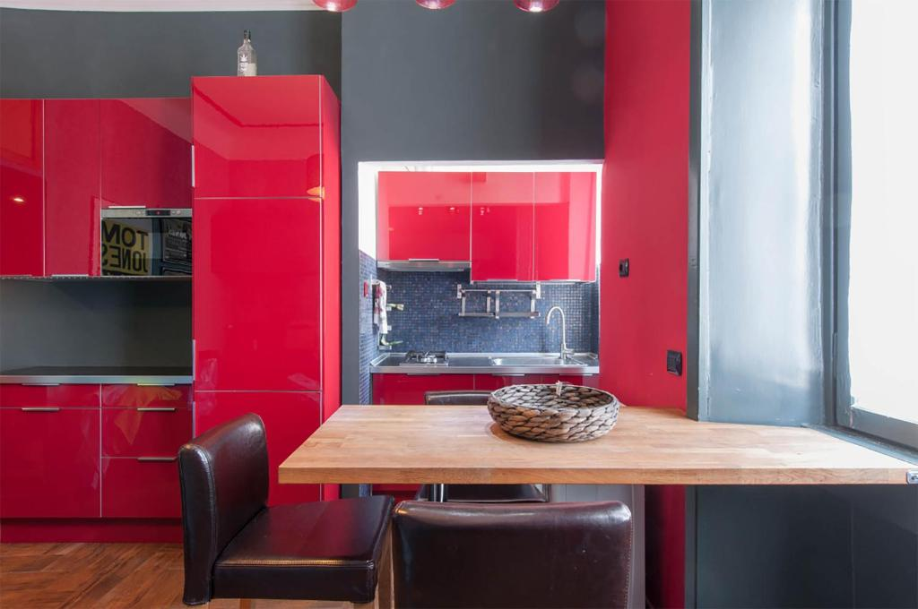 A kitchen or kitchenette at Taramelli Apartment