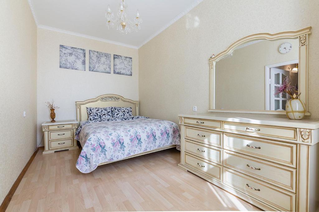 Кровать или кровати в номере Classical Apartment, 75m²