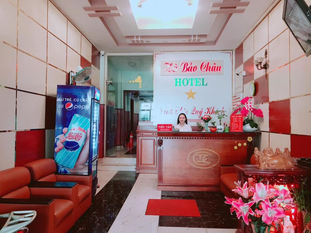 The lobby or reception area at Khách sạn Hà Bảo Châu 1