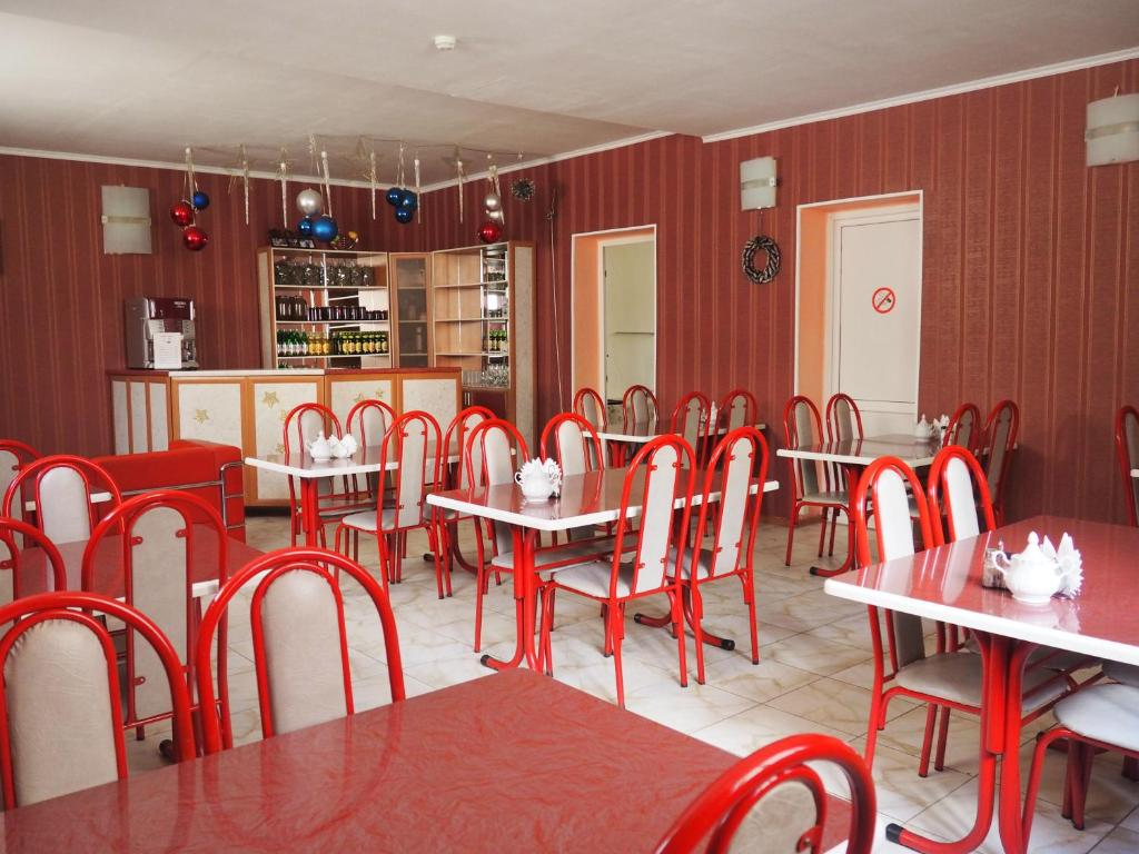 A restaurant or other place to eat at Zvezdniy