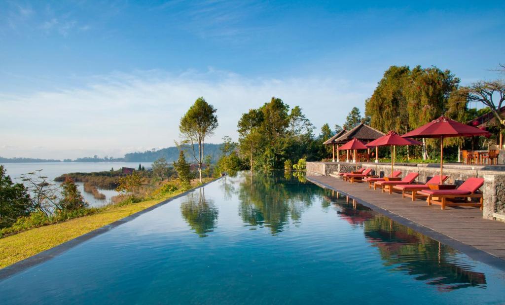 The swimming pool at or close to Villa Puri Candikuning