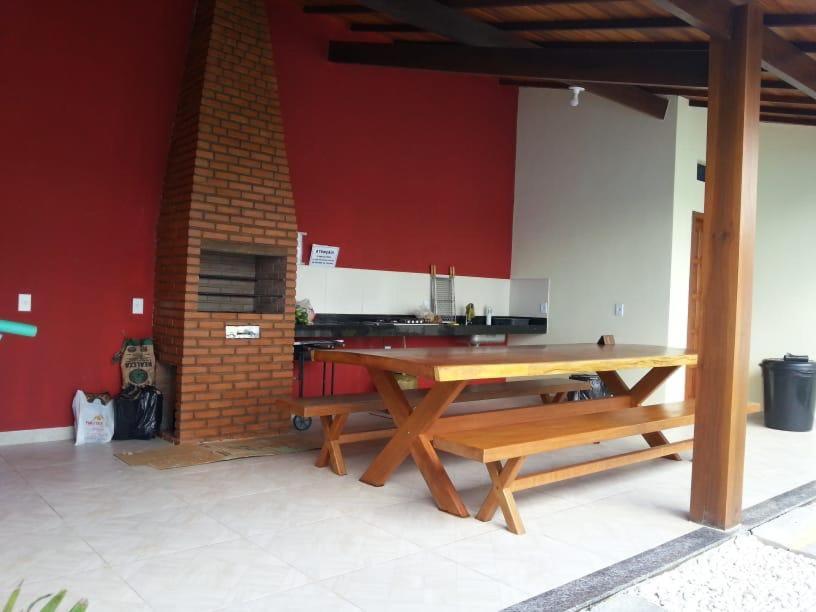 Een TV en/of entertainmentcenter bij casa grande para ferias