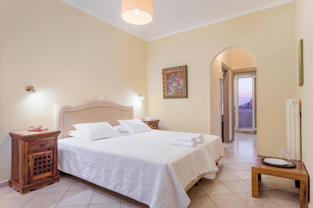 Een bed of bedden in een kamer bij Virginia Hotel