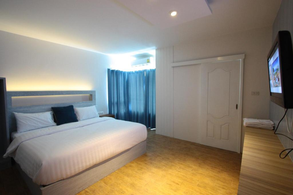 A bed or beds in a room at Hub Hua Hin 57