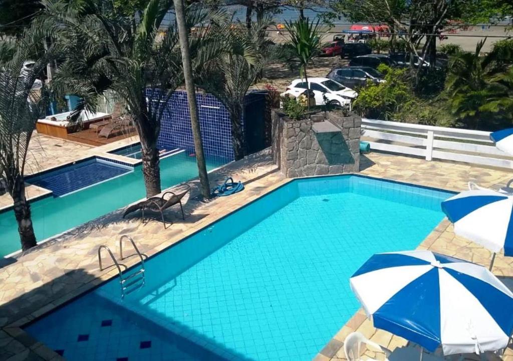 A piscina localizada em Pousada Sorriso De Bertioga ou nos arredores