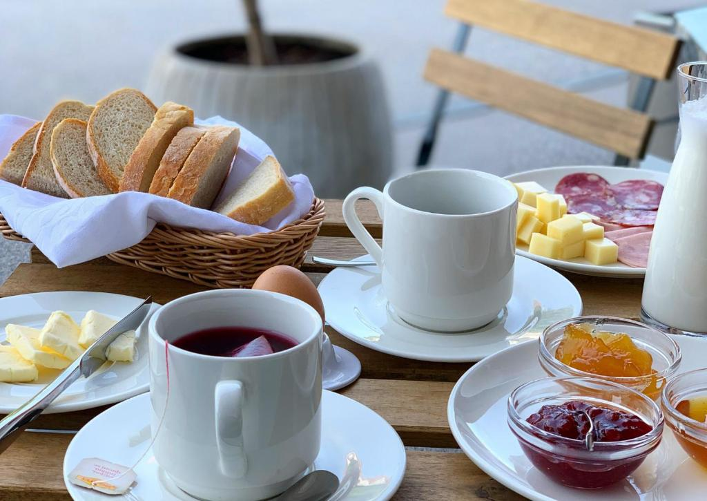Breakfast options available to guests at Hotel reAktiv