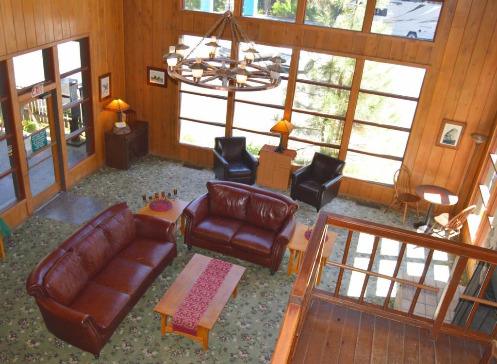 The lobby or reception area at Stony Creek Lodge