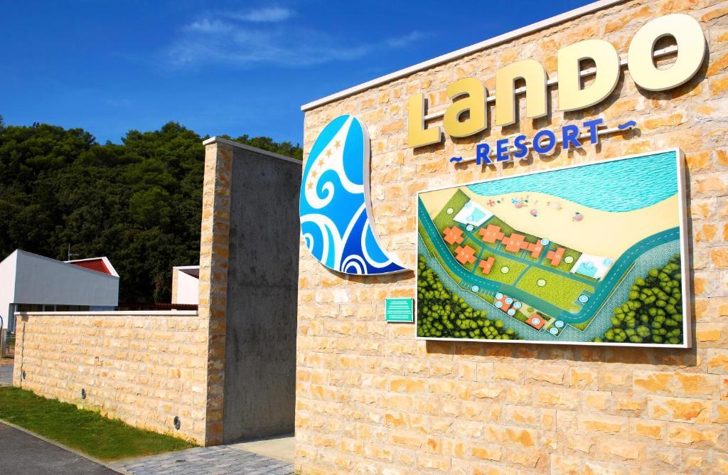 Lando Resort