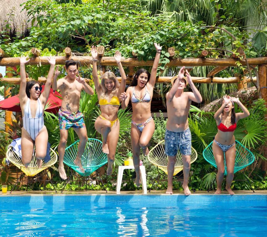 Het zwembad bij of vlak bij Villas Colibri Family Suites Cozumel
