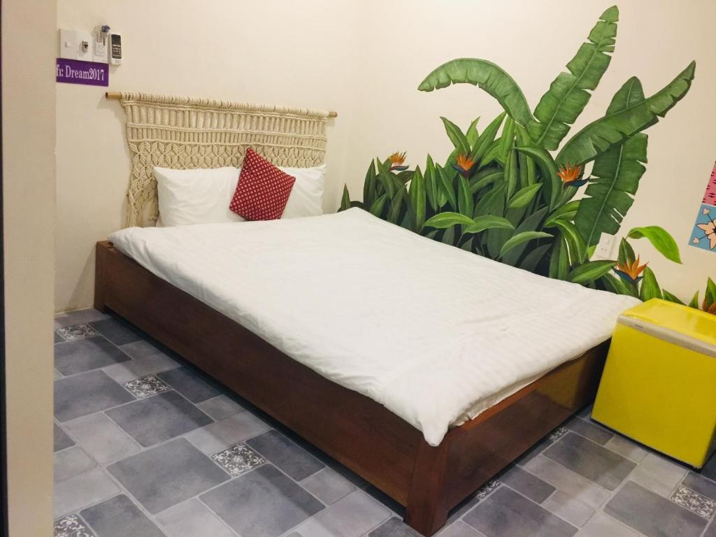 A bed or beds in a room at The Dreamers Homestay