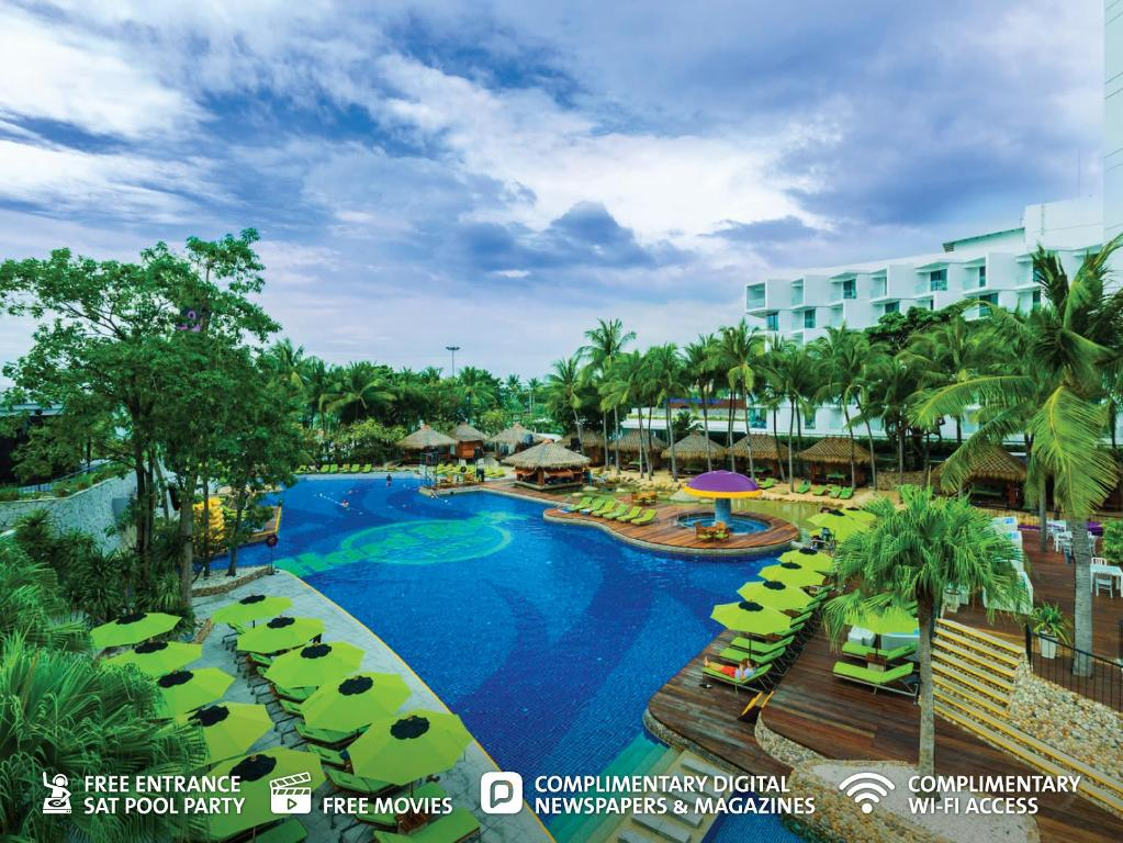 A view of the pool at Hard Rock Hotel Pattaya or nearby