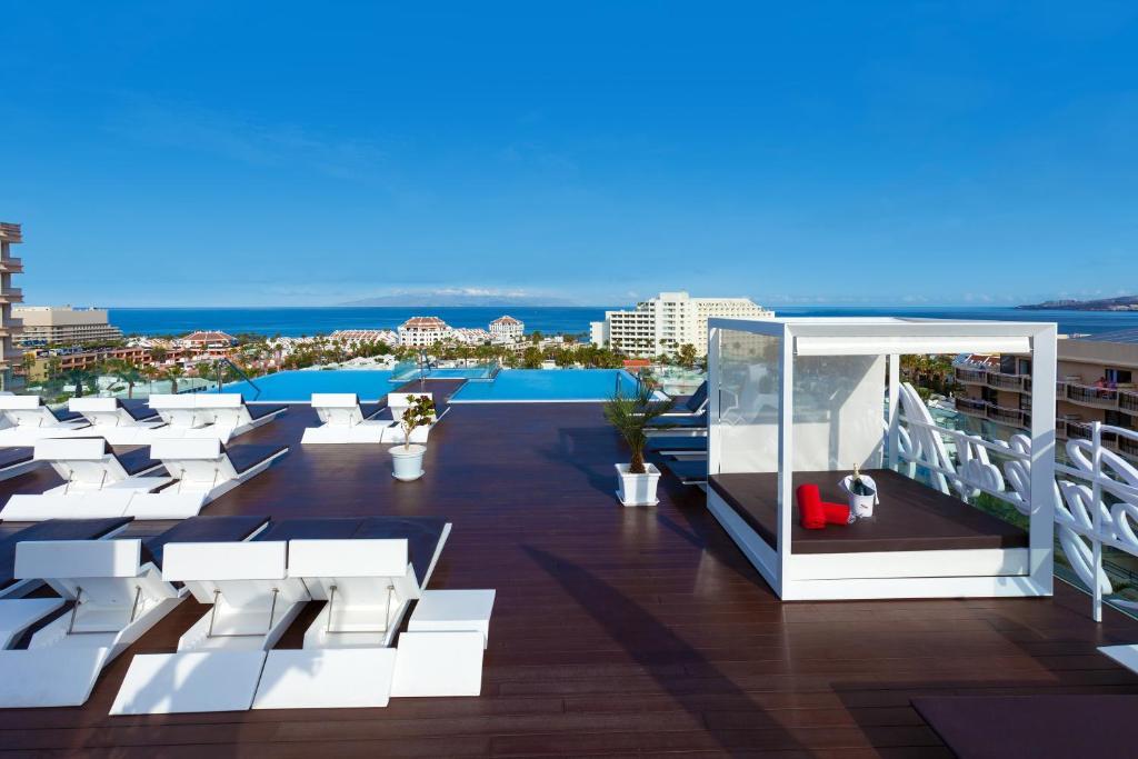 Vista de la piscina de Tigotan Lovers & Friends Playa de las Americas - Adults Only (+18) o alrededores