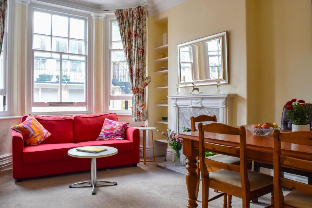 1 Bedroom Mansion Block Apartment In Westminster