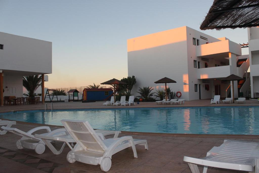 A piscina localizada em Apartamentos Lanzarote Paradise ou nos arredores