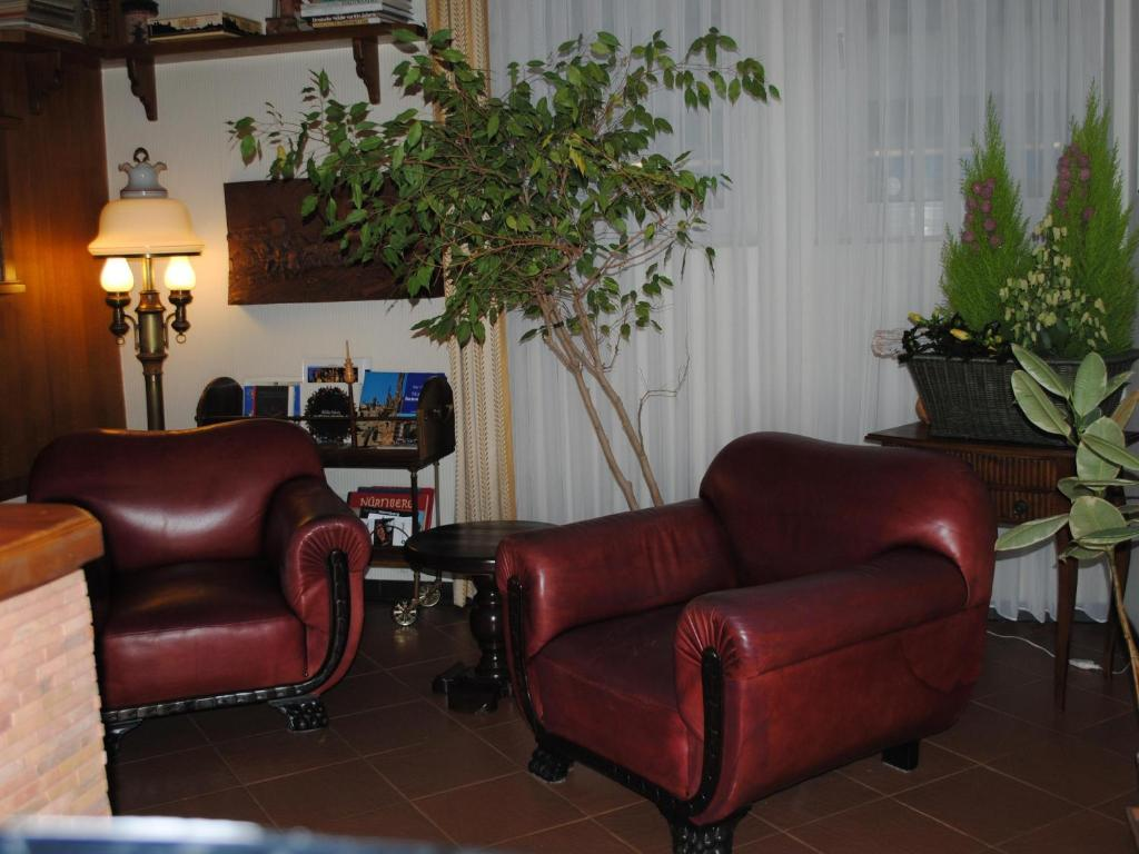 The lobby or reception area at Franconia City Hotel