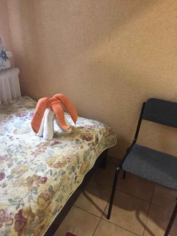 A bed or beds in a room at Hostel V Tapochkakh