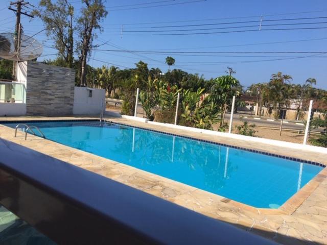 A piscina localizada em Cond Apartamentos Chalés San Marino ou nos arredores