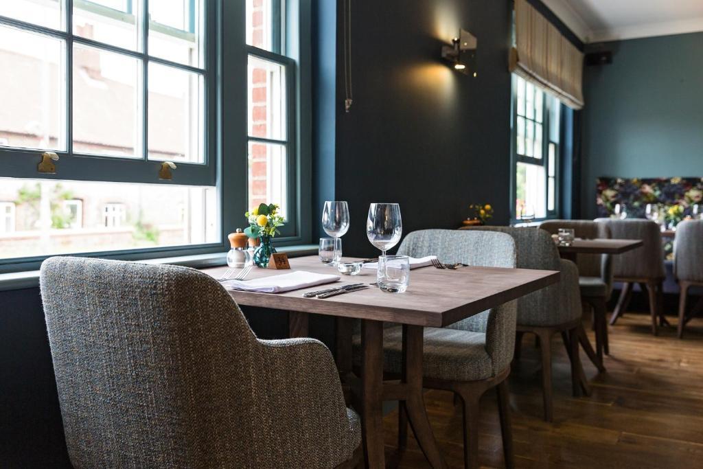 Um restaurante ou outro lugar para comer em The Lodge
