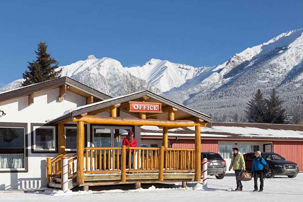 Rocky Mountain Ski Lodge during the winter