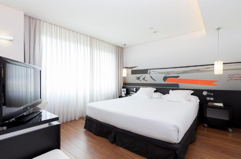 Hotel Axor Barajas Madrid Spain Booking Com