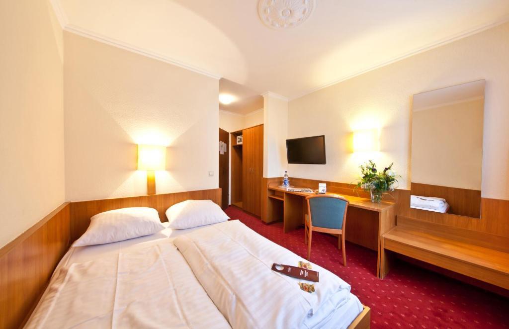 Ein Bett oder Betten in einem Zimmer der Unterkunft Hotel Primus Frankfurt Sachsenhausen