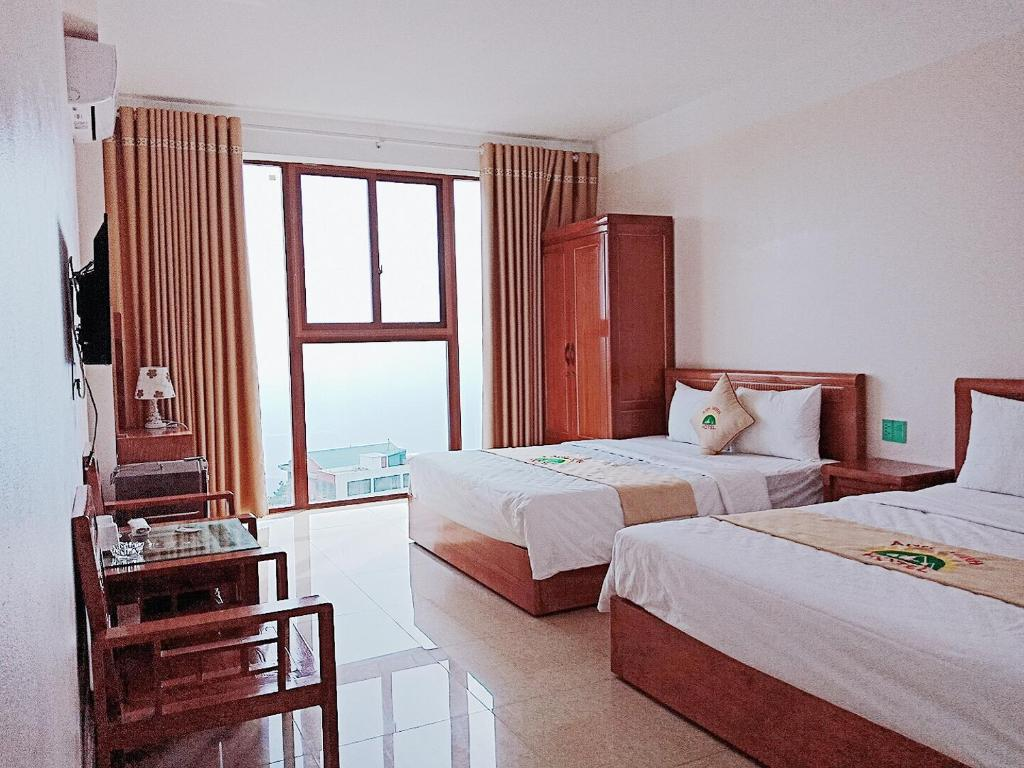 A bed or beds in a room at Anh Minh Hotel