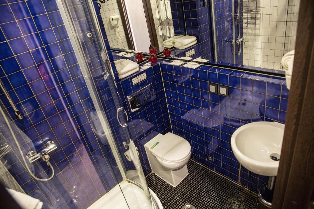 A bathroom at Letuchaya Mysh Hotel