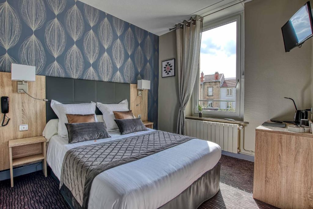 Een bed of bedden in een kamer bij Citotel Hôtel La Résidence