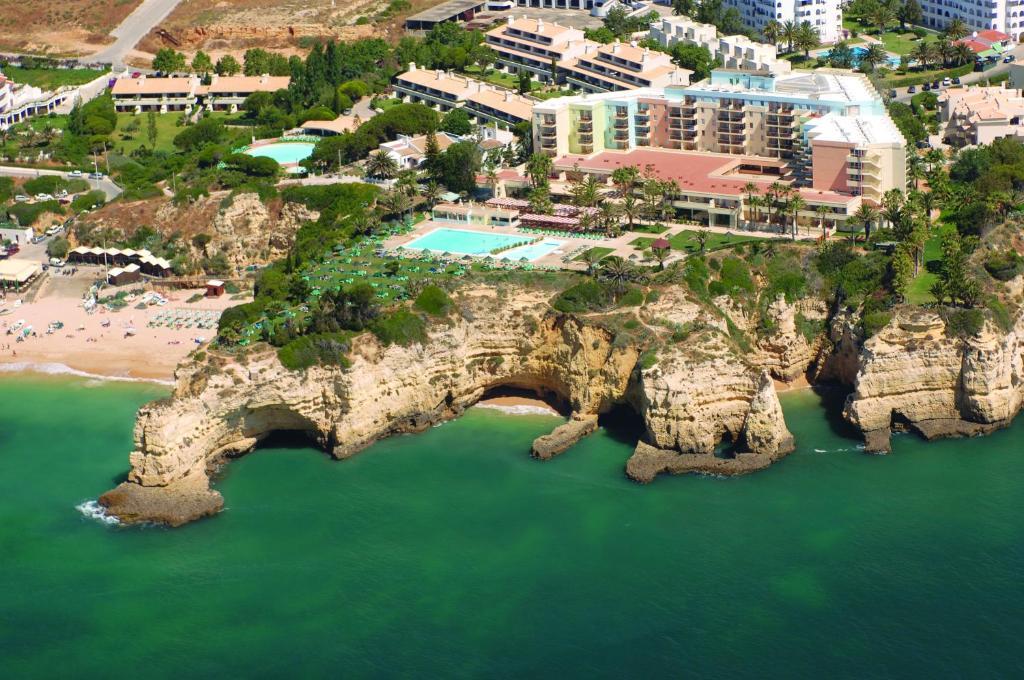 Vue panoramique sur l'établissement Pestana Viking Beach & SPA Resort