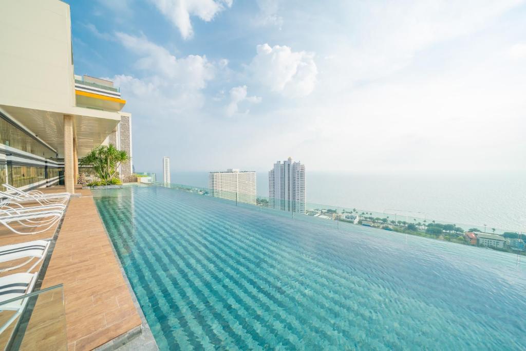สระว่ายน้ำที่อยู่ใกล้ ๆ หรือใน Pattaya Riviera Jomtien Hotel