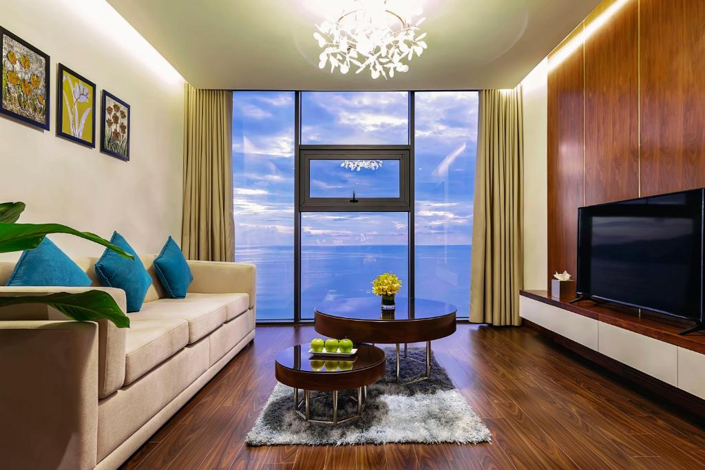 Khu vực ghế ngồi tại MAXIMILAN DANANG BEACH HOTEL