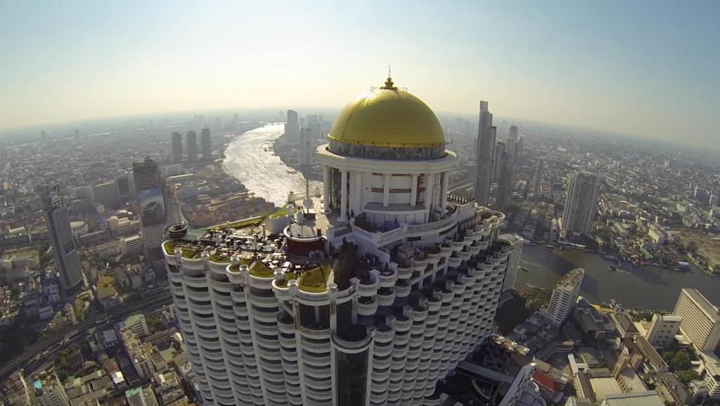 A bird's-eye view of Tower Club At lebua