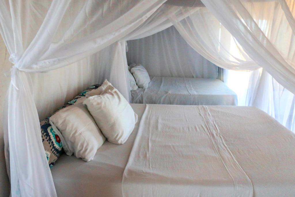 A bed or beds in a room at Pousada da Barra