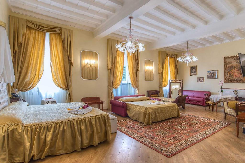 A bed or beds in a room at Trevi Rome Suite