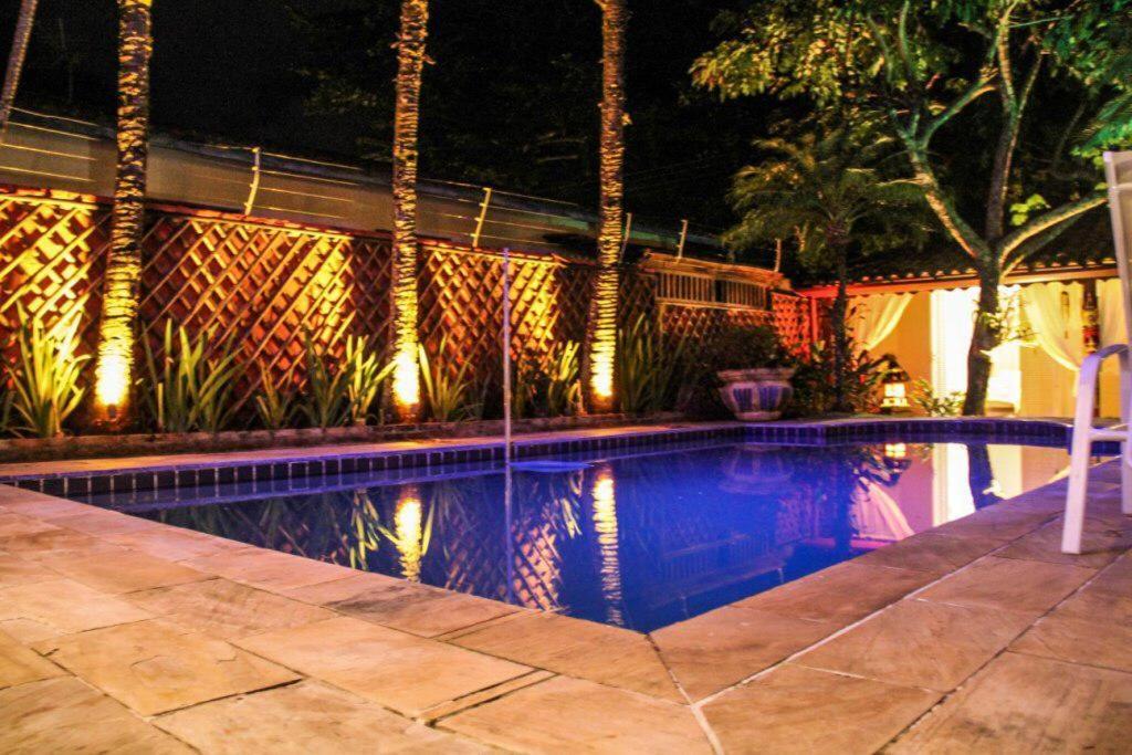 A piscina localizada em Luar da Ilha ou nos arredores