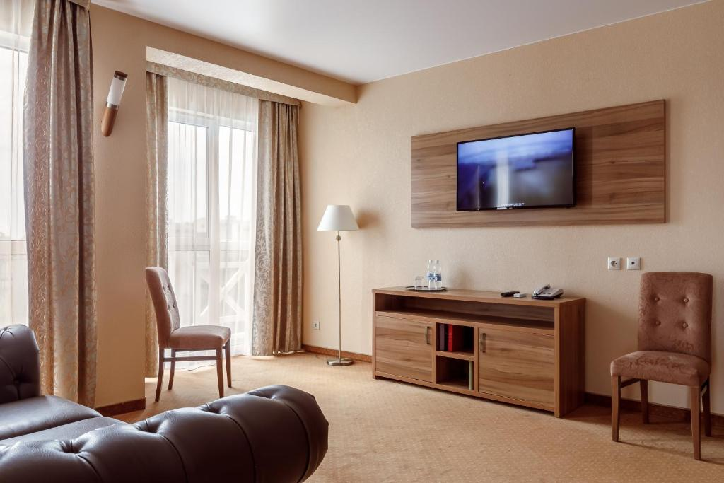 A television and/or entertainment center at LetooteL Hotel