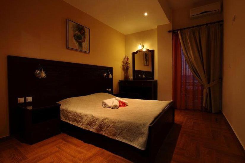 Ένα ή περισσότερα κρεβάτια σε δωμάτιο στο Pantheon Hotel & Suites
