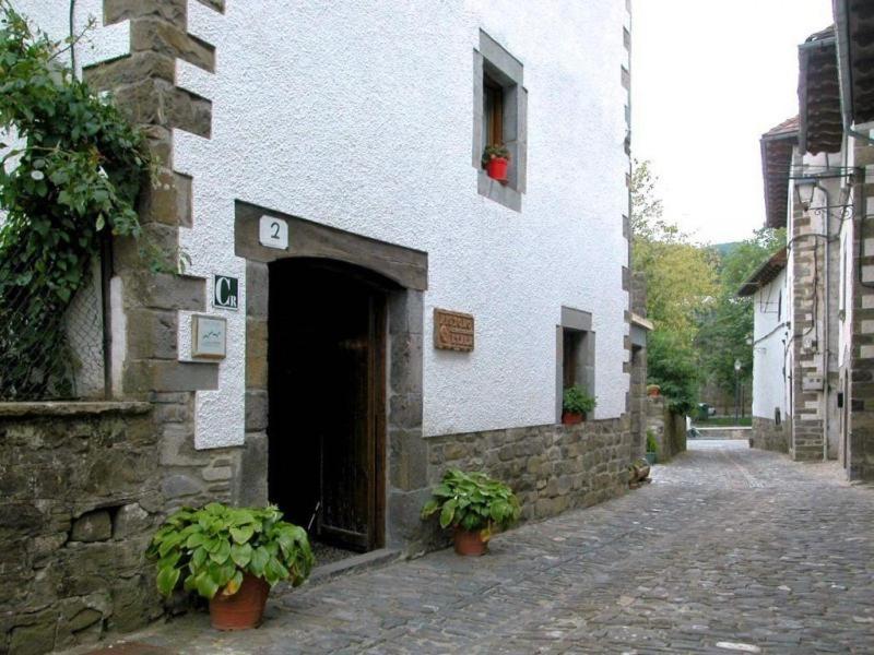 Apartamentos Pistolo (España Ochagavía) - Booking.com
