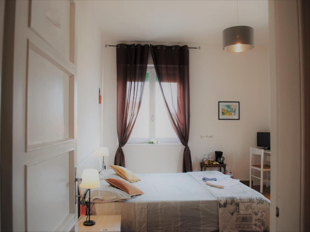 A bed or beds in a room at Dreaming Verona Rooms