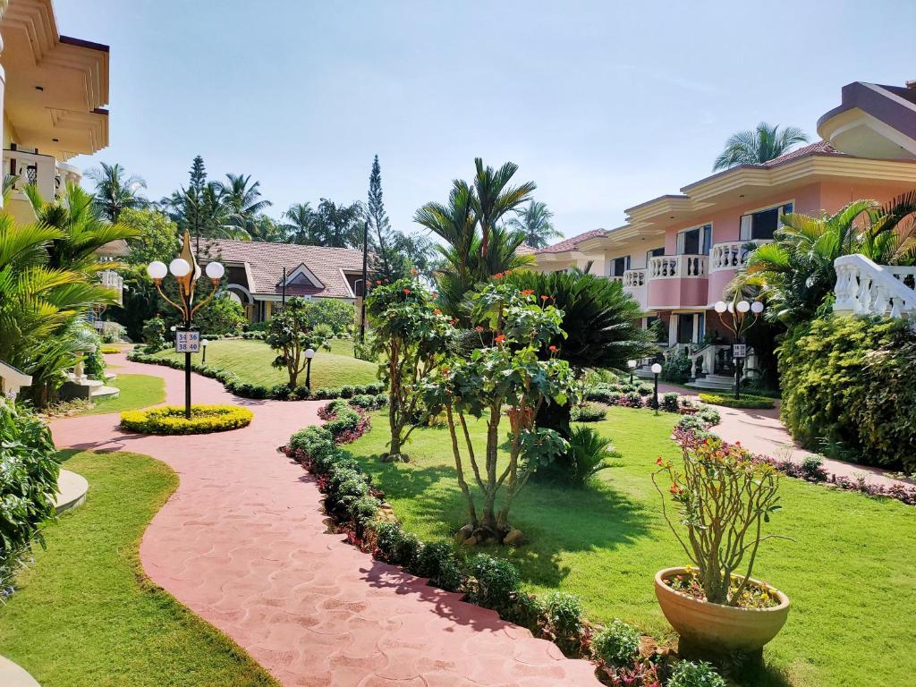 Сад в Coconut Grove An Indy Resort