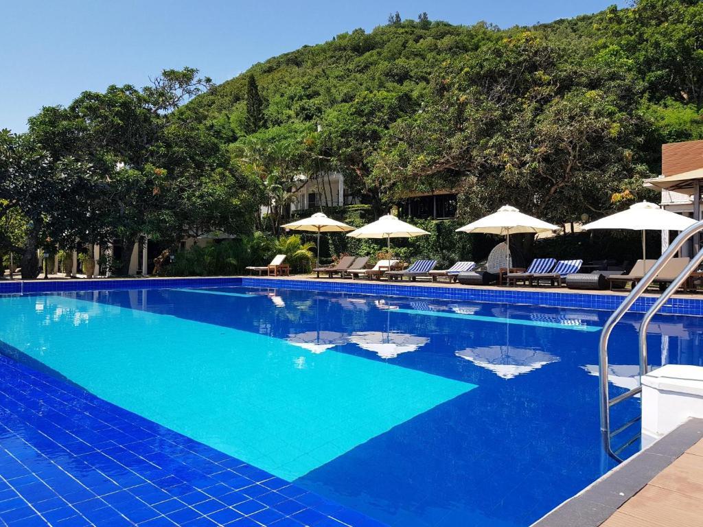 Hồ bơi trong/gần Léman Cap Resort & Spa