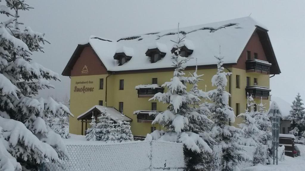 Apartmanový Dom TatraTravel Smokovec during the winter
