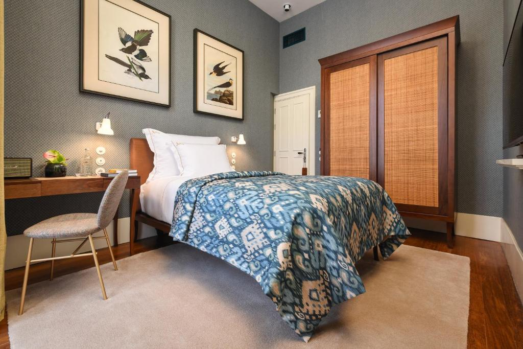 A bed or beds in a room at Bairro Alto Hotel