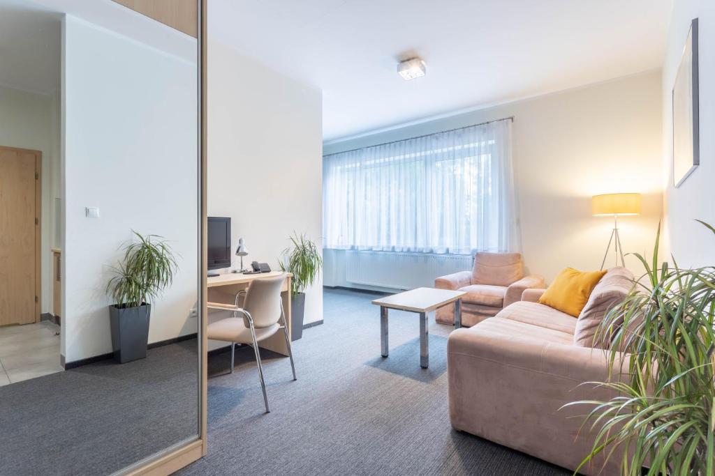 Ein Sitzbereich in der Unterkunft Hotel Mtj
