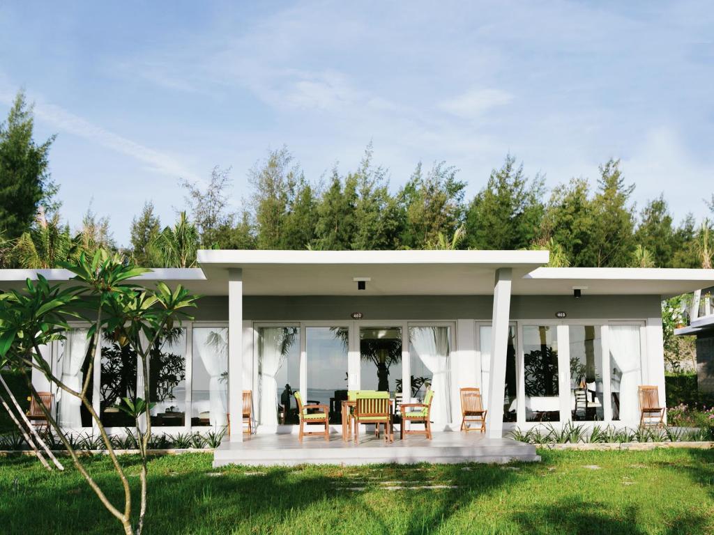 Lang Co Beach Resort